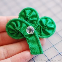 How to Make a Zipper Shamrock TUTORIAL + March craft kits
