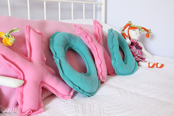 XOXO Valentine's Pillow Tutorial