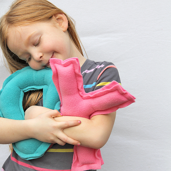 Sweet huggable XOXO pillow tutorial!