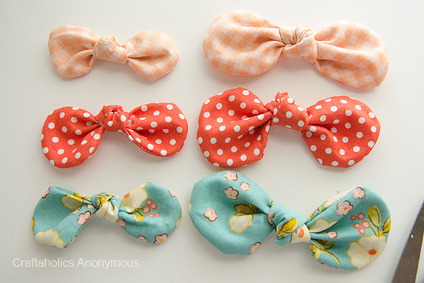 25 Colorful Scrap Fabric Projects to Gift featured by top US sewing blog, Flamingo Toes: fabric bows