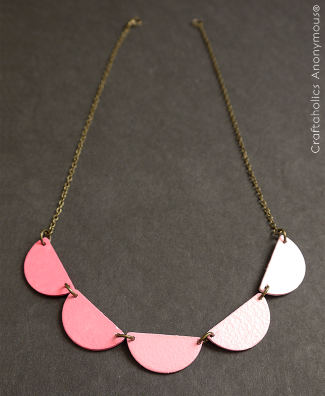DIY wooden scallop necklace. Super cute!