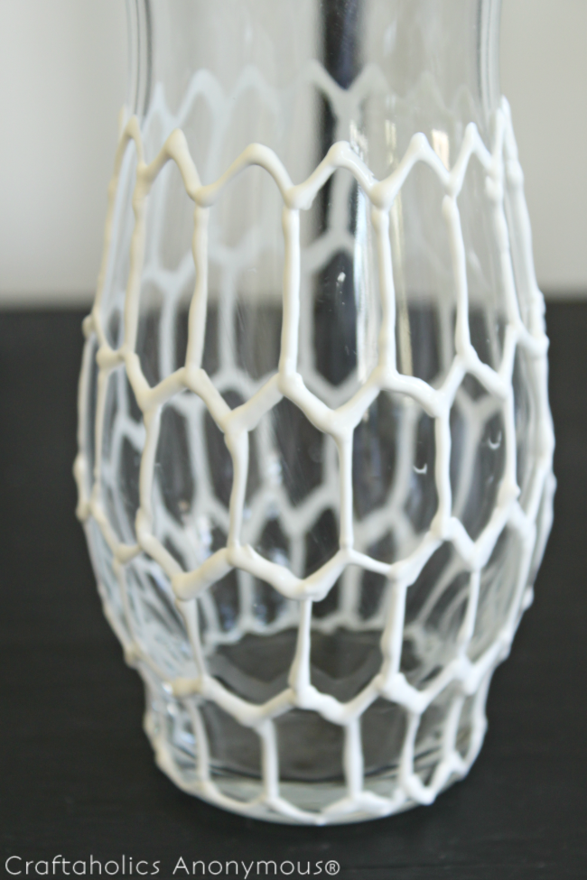 DIY hexagon vase. Super easy and so neat looking! click for tutorial.