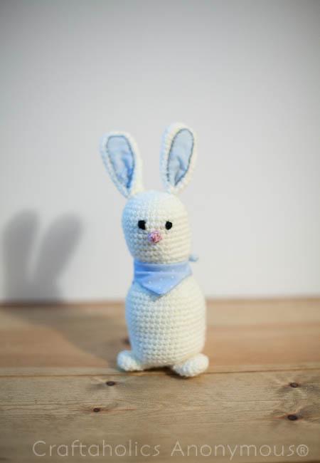 rabbit crochet pattern. adorable!