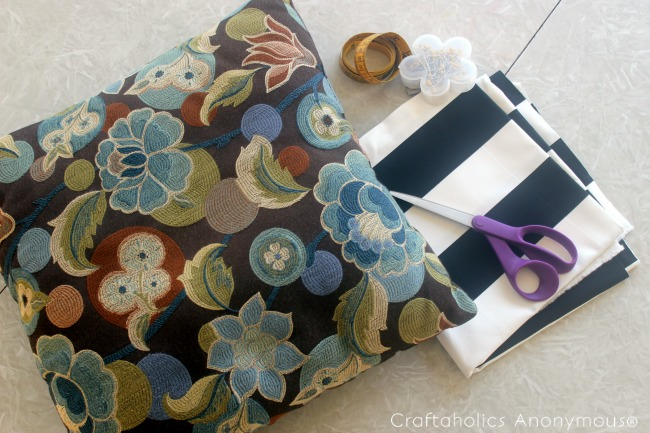 pillow cover tutorial. Great way to spruce up your decor!