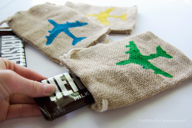 stenciled burlap treat bags. Super cute and easy to make! Fun gift idea.