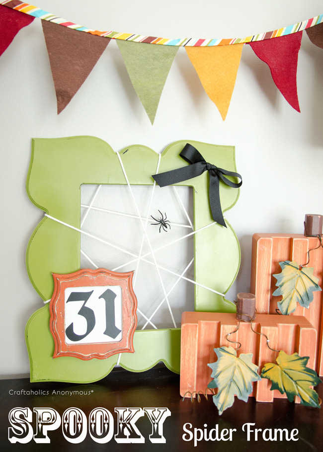 Spooky Spider frame, DIY Halloween Craft idea. Such a cute and easy Halloween decoration!