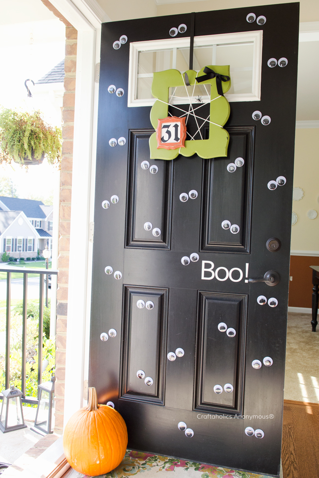 Halloween wiggle eye front door. Love the affect! So easy and cute. Doing this next year!