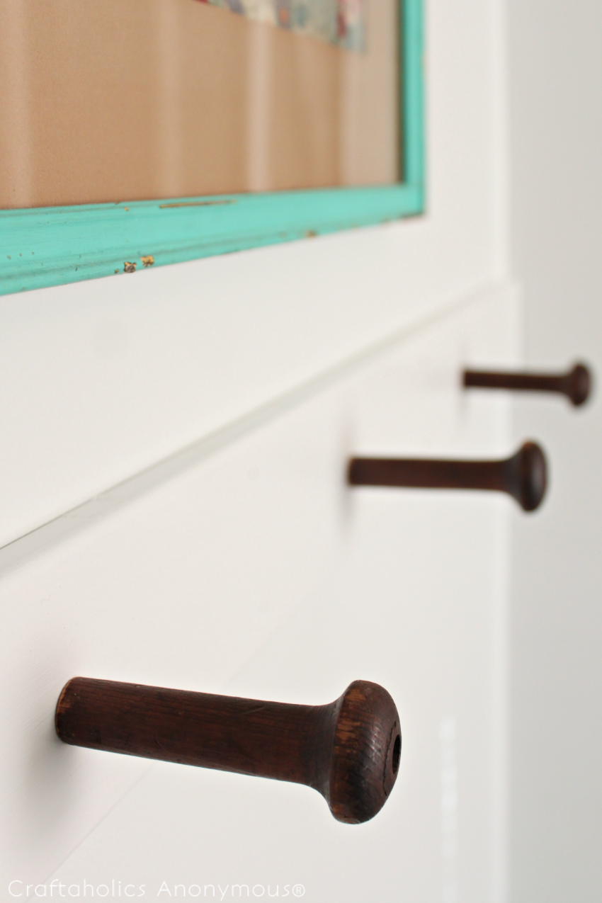 DIY Wood Peg Towel holder tutorial || love the vintage wood pegs!