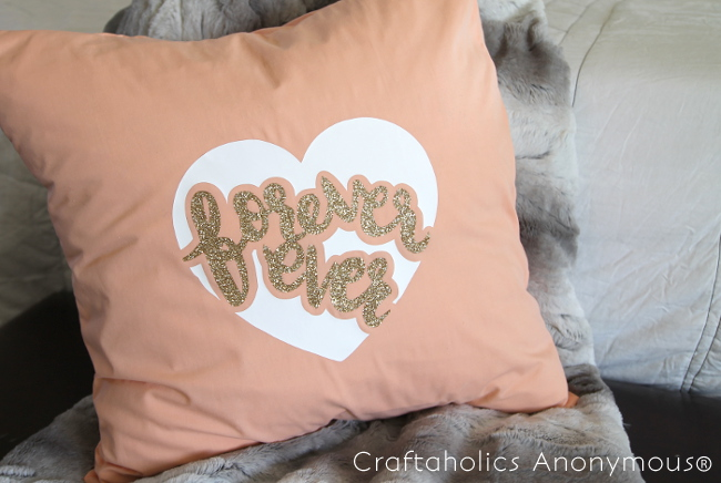 DIY Valentine Pillow tutorial || Free SVG cut file for the cute Forever Ever heart design
