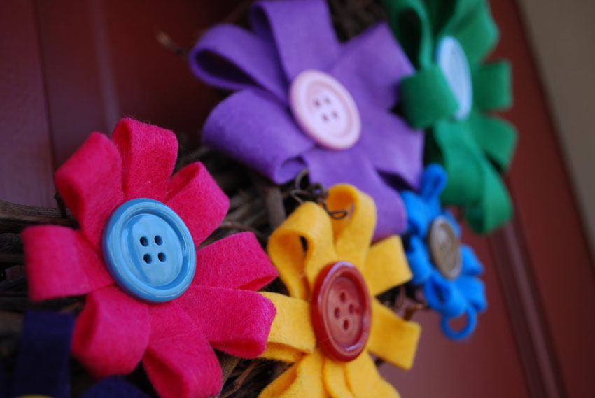 craftaholics anonymous felt flower wreath tutorial2