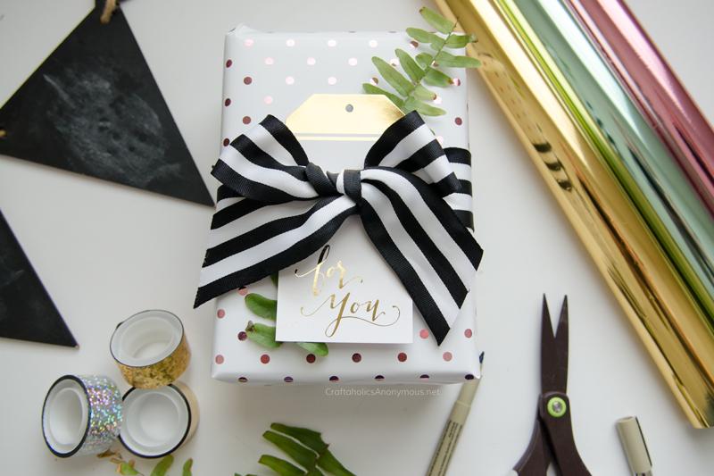 Make your own DIY Foil Gift wrap and gift tags with the Minc Tool! Super easy