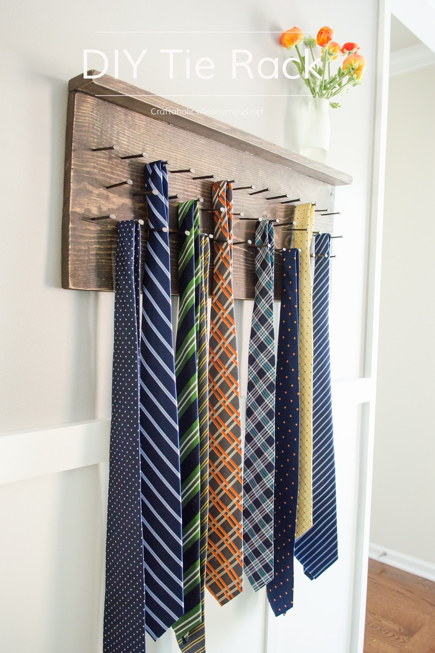 Rustic Wood Tie Rack Tutorial || Perfect handmade Father's Day gift idea!