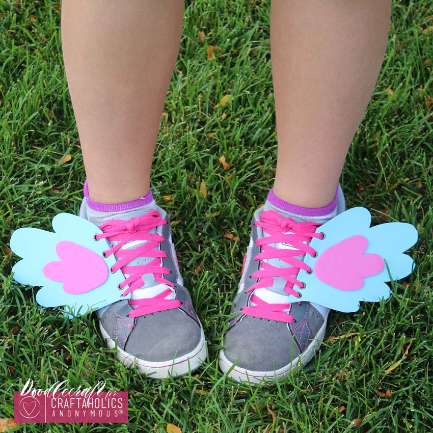 Pony Shoe Wings Tutorial with free printable pattern || Great tween craft idea!