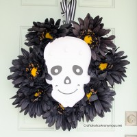 DIY Halloween Skull Marquee Wreath