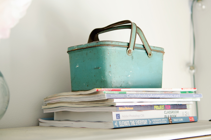 Vintage Lunch Pail with handles