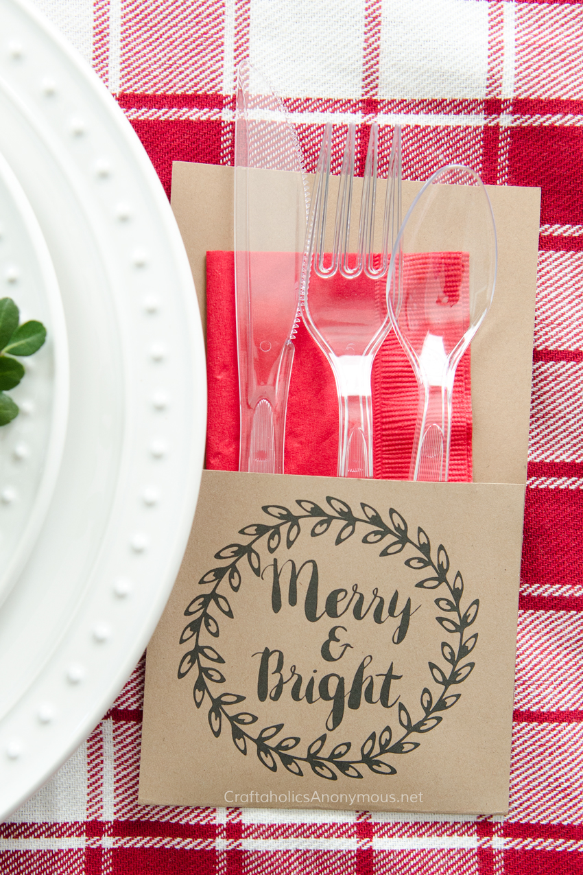 Free Printable Christmas Utensil Holder. Download this awesome print to make your own holiday utensil holders in minutes! Cute and functional. Awesome!!