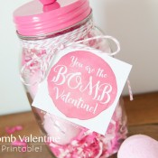 Bath Bomb Valentine gift idea with printable tag