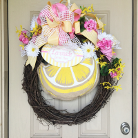 Summer wreath, pink and yellow lemonade themed