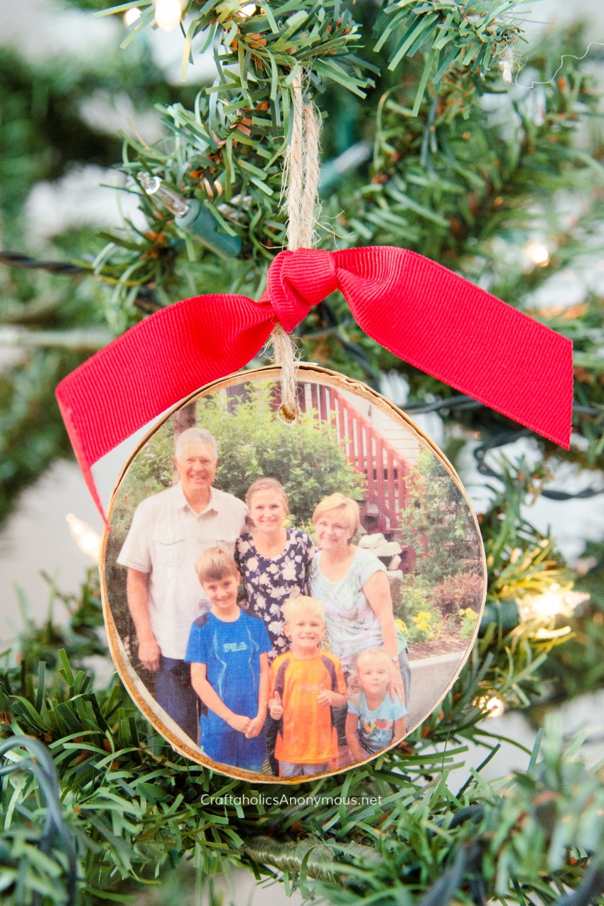 DIY Handmade Christmas gift :: Wood Slice Photo Ornament