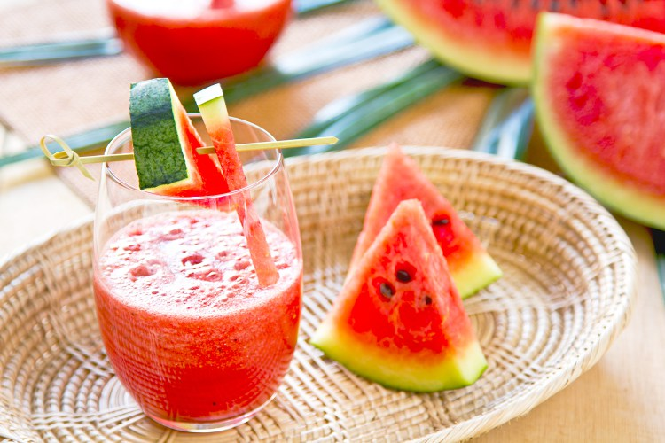 Watermelon juice with some pieces of watermelon