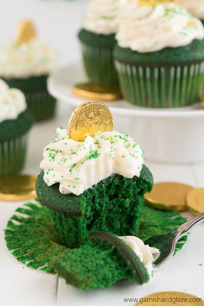 12. Green-Velvet-St-Patricks-Day-Cupcakes-8