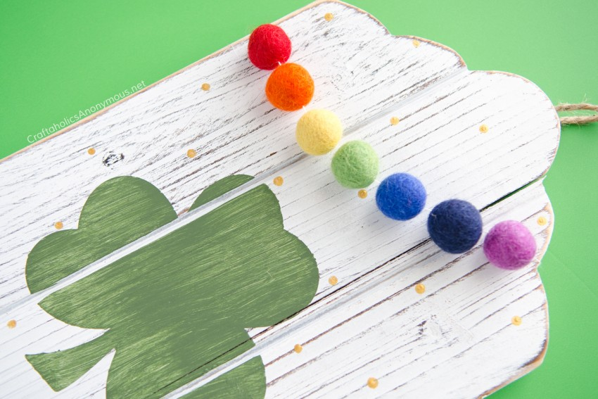 Easy St. Patrick's Day craft tutorial :: DIY decor