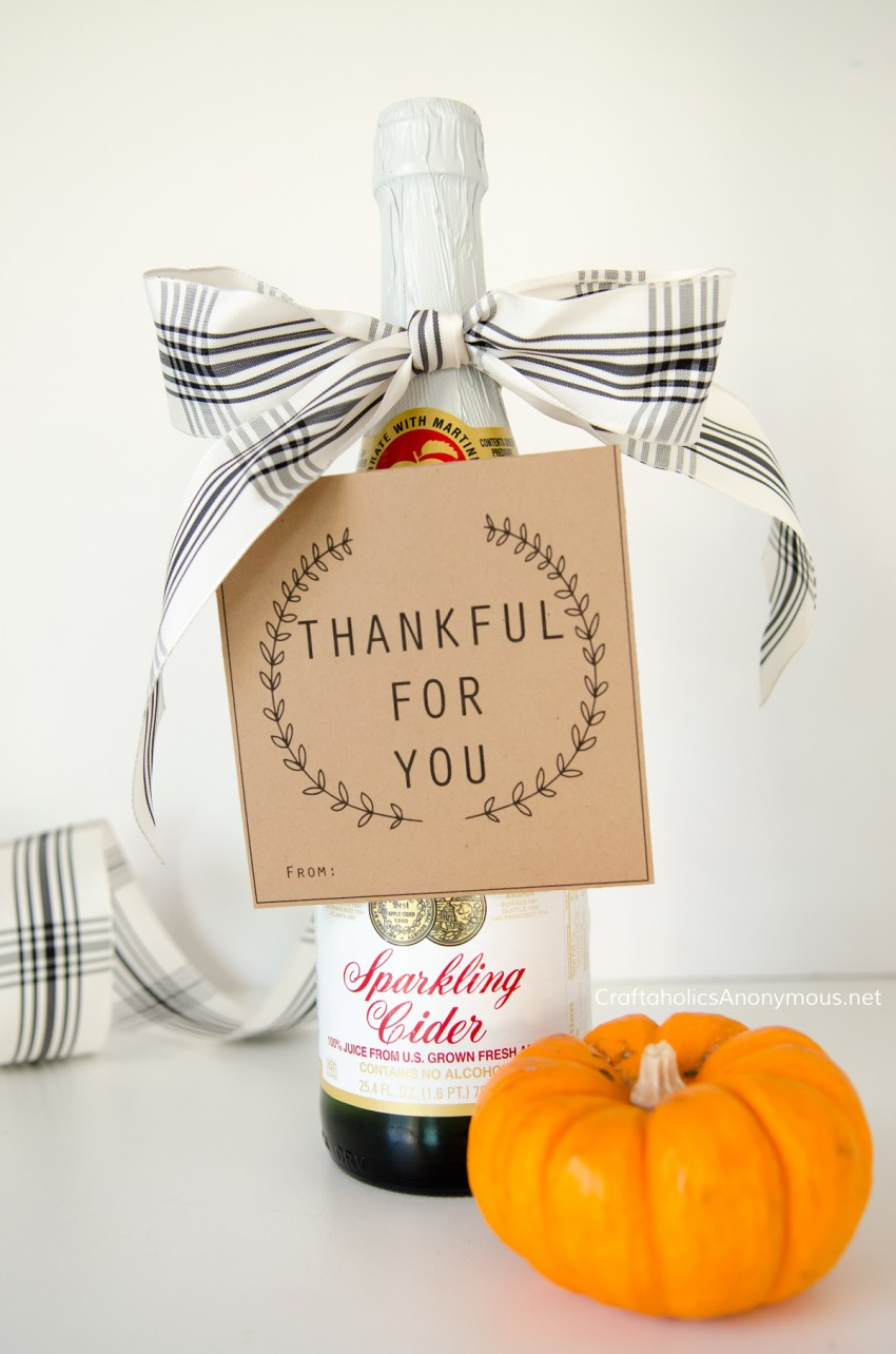 DIY Thanksgiving Hostess Gift idea with FREE printable bottle neck tag