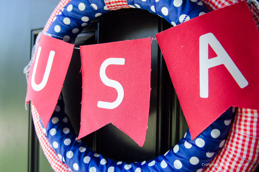 Patriotic wreath DIY craft idea