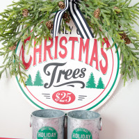Simple Farmhouse Christmas Vignette